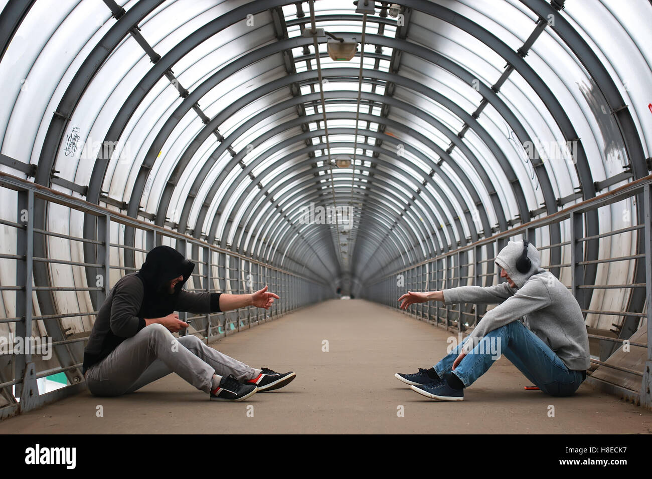 urban tunnel man listen music - Stock Image