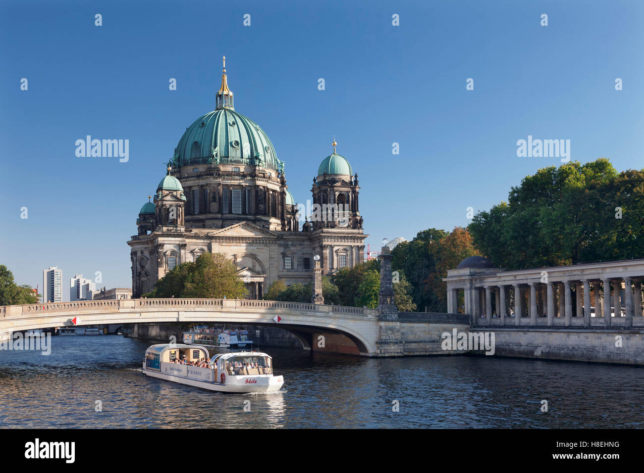 Excursion boat on Spree River, Berliner Dom (Berlin Cathedral), Spree River, Museum Island, UNESCO, Mitte, Berlin - Stock Image