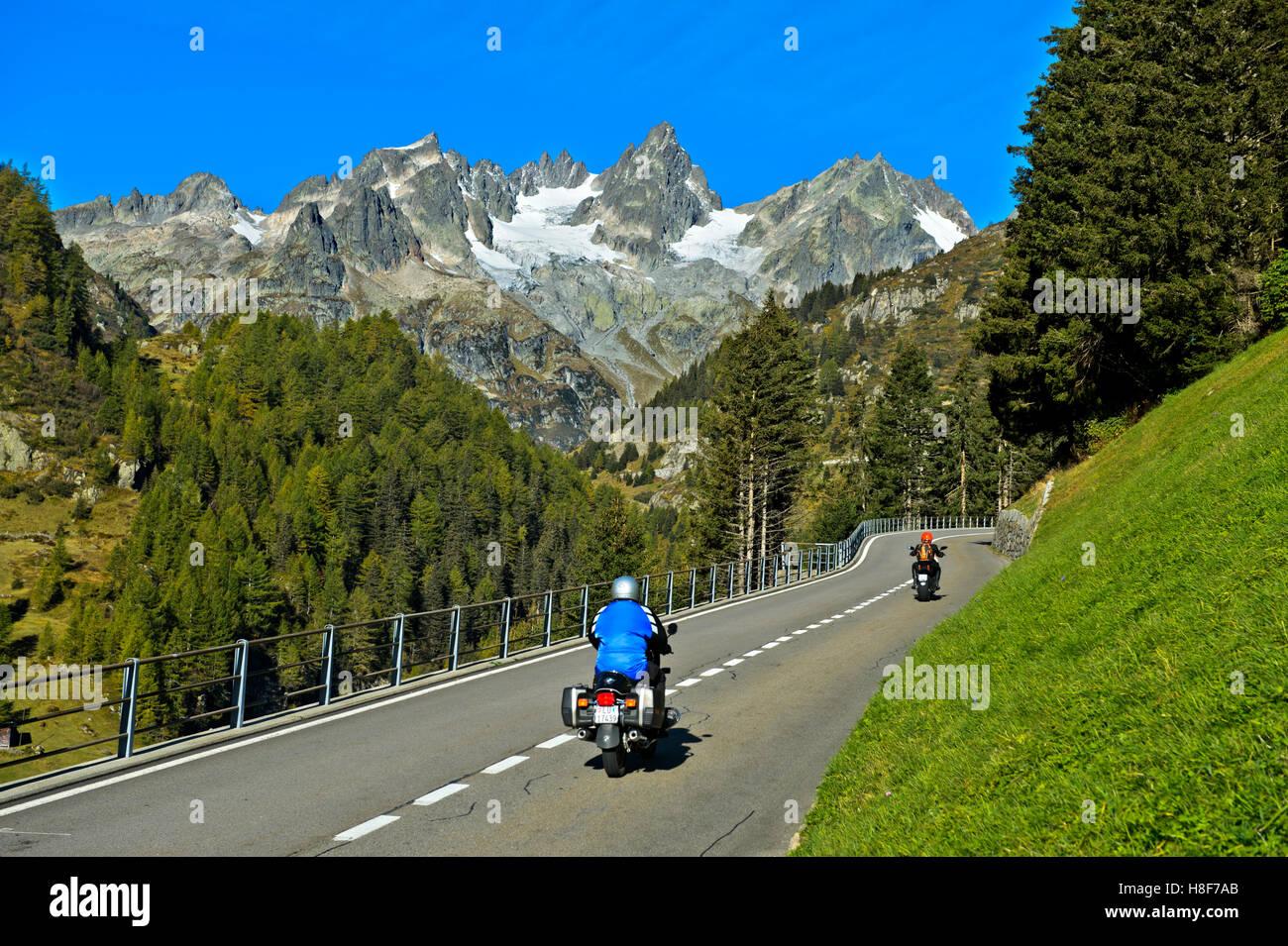 Motorbikes on mountain road, Susten Pass, Uri Alps, Canton of Bern, Switzerland - Stock Image