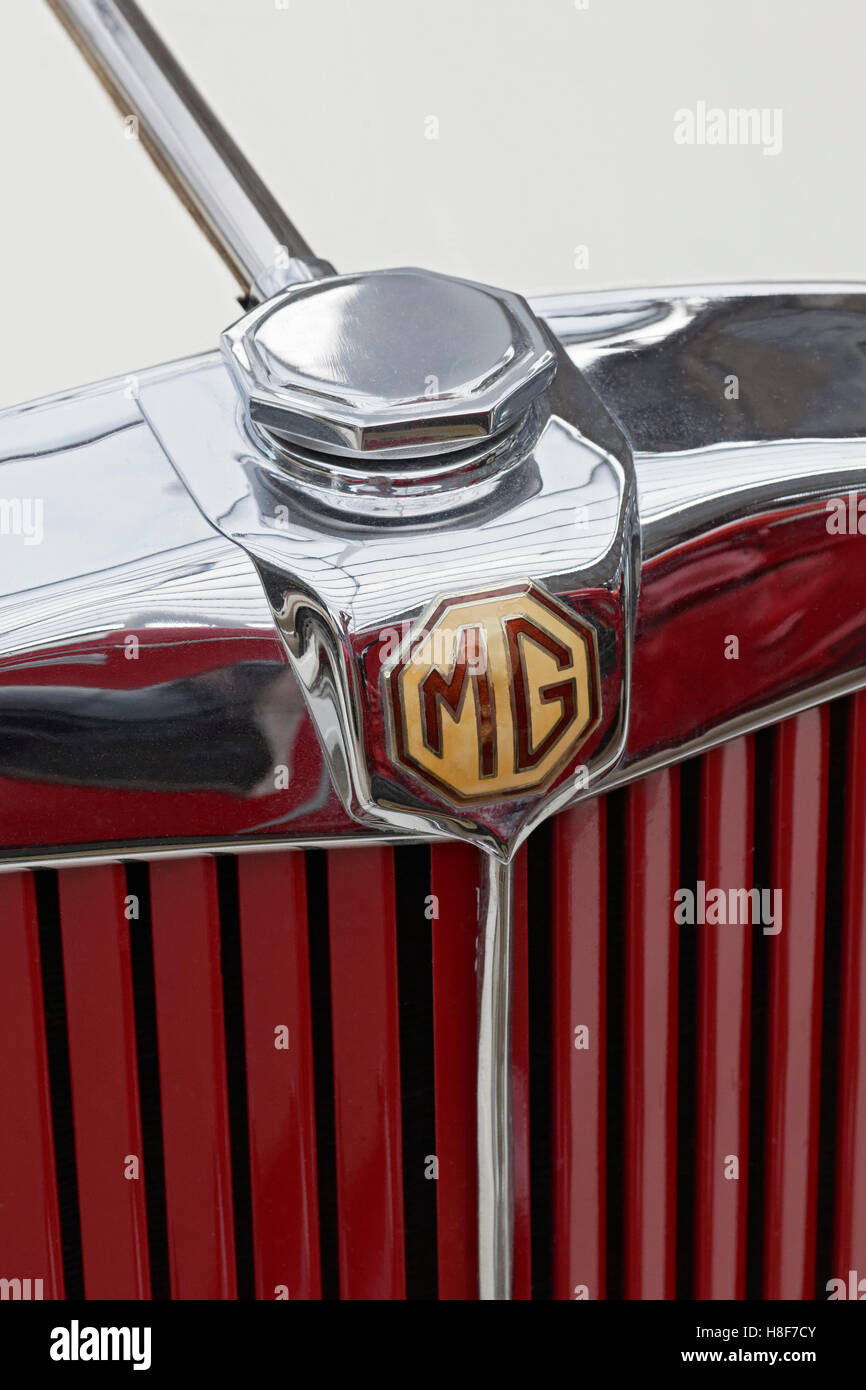 MG emblem on the radiator grill of a 1953 Model MG TD, British vintage car - Stock Image