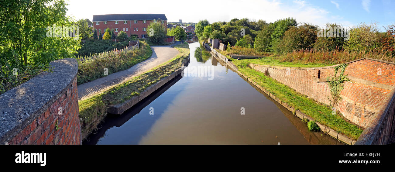 Waters Meeting, Bridgewater Canal, Preston Brook to Runcorn, Cheshire, England, UK - Stock Image