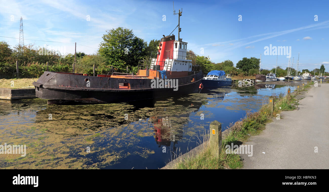 Canal tug at Fidlers Ferry Sailing Club, Penketh, Warrington, Cheshire , England, UK - Stock Image