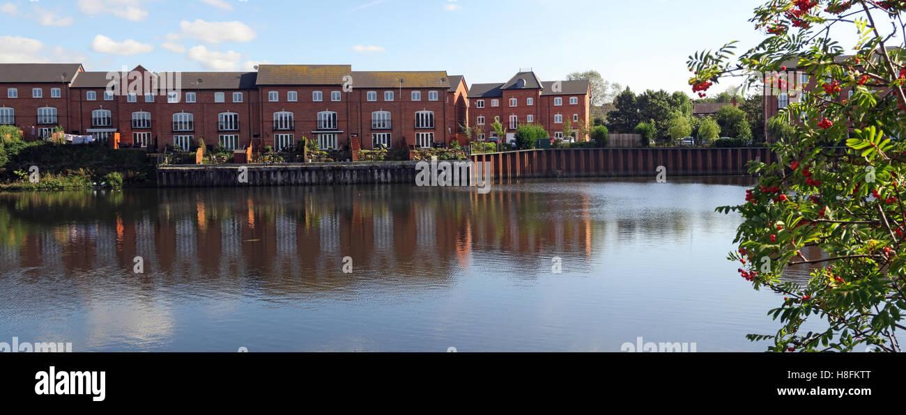 Housing at Walton Lock, Warrington, Cheshire, England, UK - Stock Image