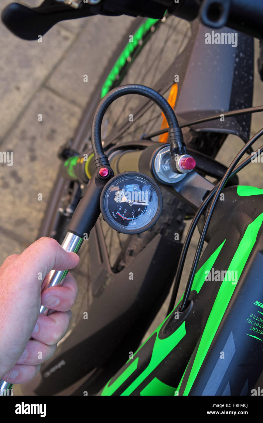 MTB shock pump being used on a Scott Scale 950 Cycle - Check pressure with pump - Stock Image