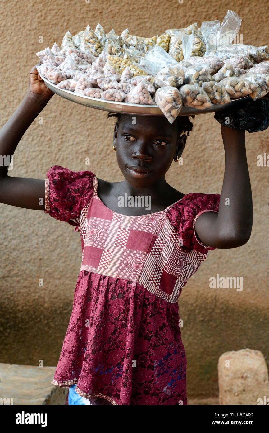 BURKINA FASO, Bobo Dioulasso, child labour, girl sell nuts / Kinderarbeit, Maedchen verkauft Erdnuesse Stock Photo