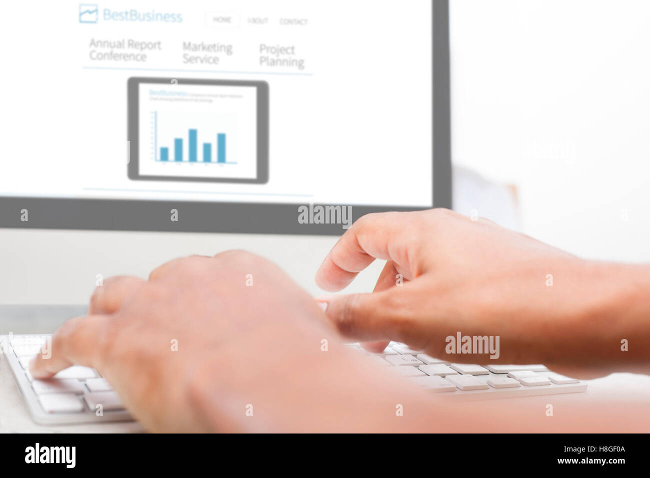 Computer responsive on white table - business website - Stock Image