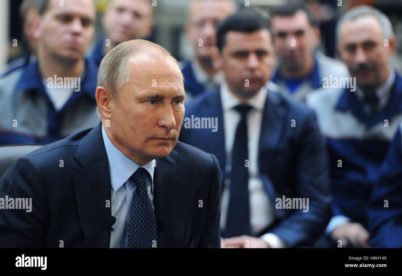 Yaroslavl, Russia. 12th Nov, 2016. Russian President Vladimir Putin meets with workers following a tour of Avtodizel - Stock Image