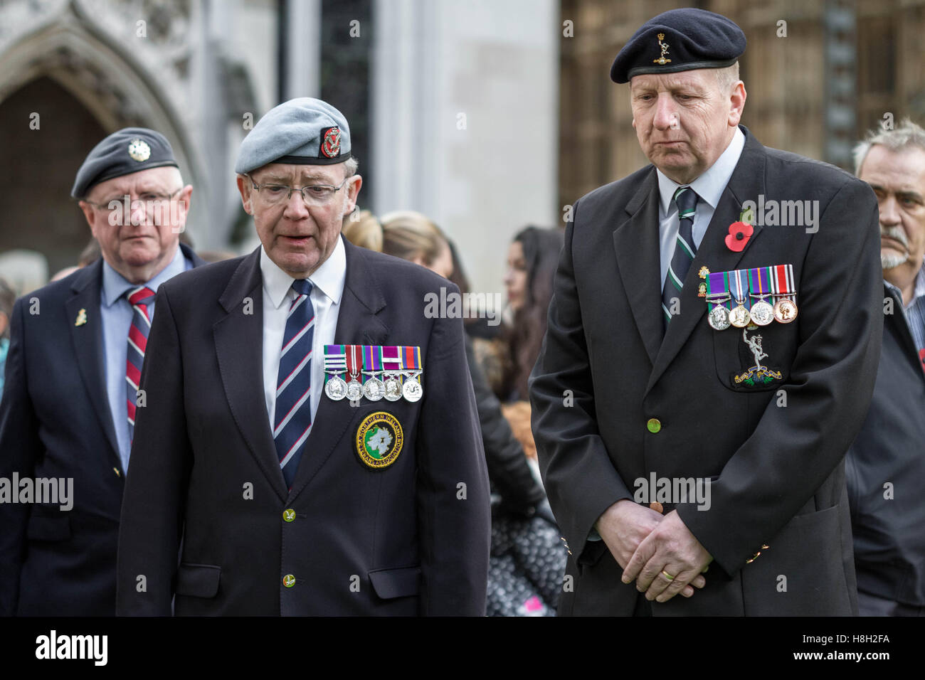London, UK. 13th November, 2016. Former servicemen in Westminster Abbey's Field of Remembrance memorial garden on - Stock Image