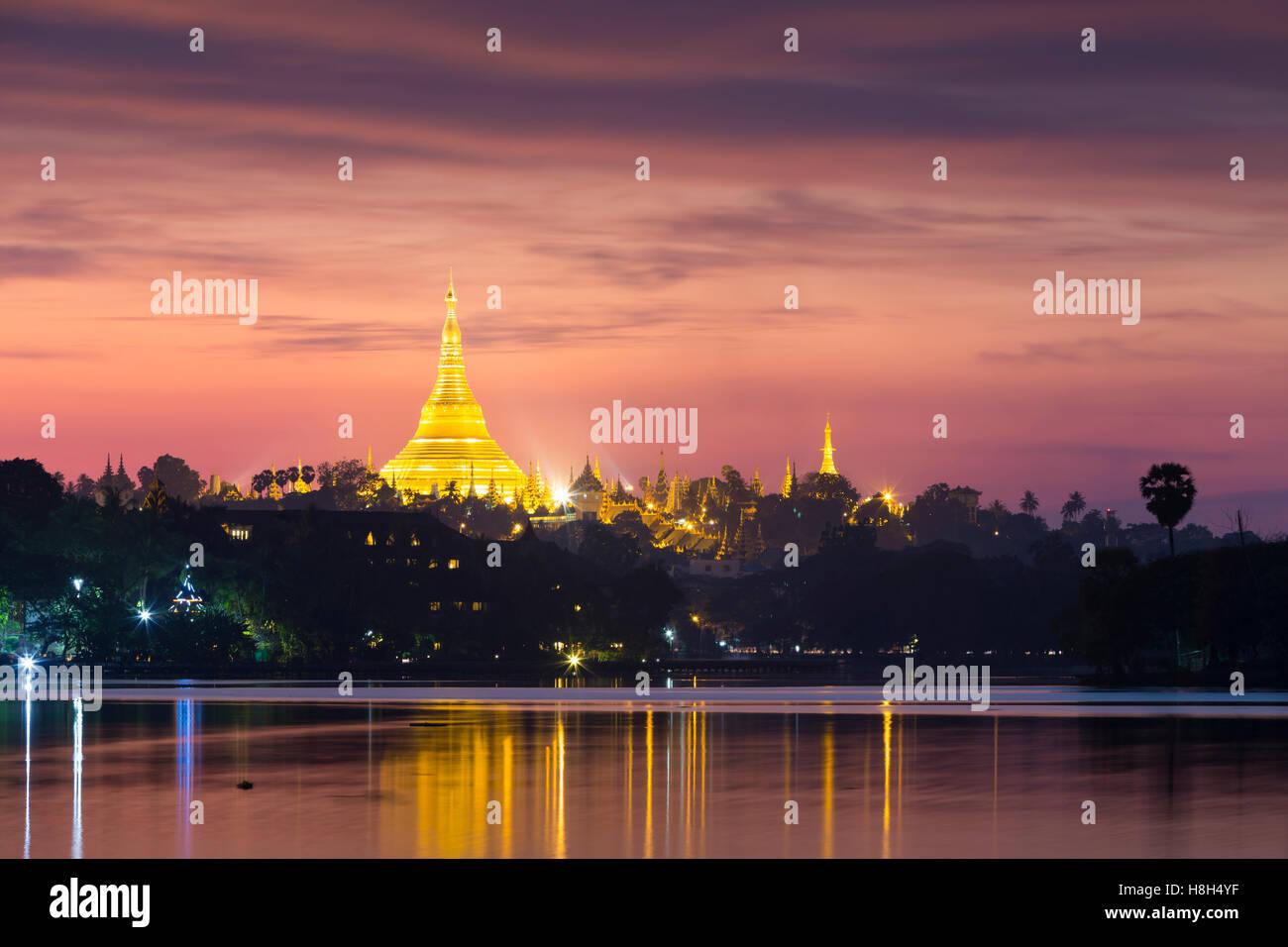 Shwedagon pagoda at sunset, as seen from Kandawgyi lake, Yangon, Myanmar - Stock Image