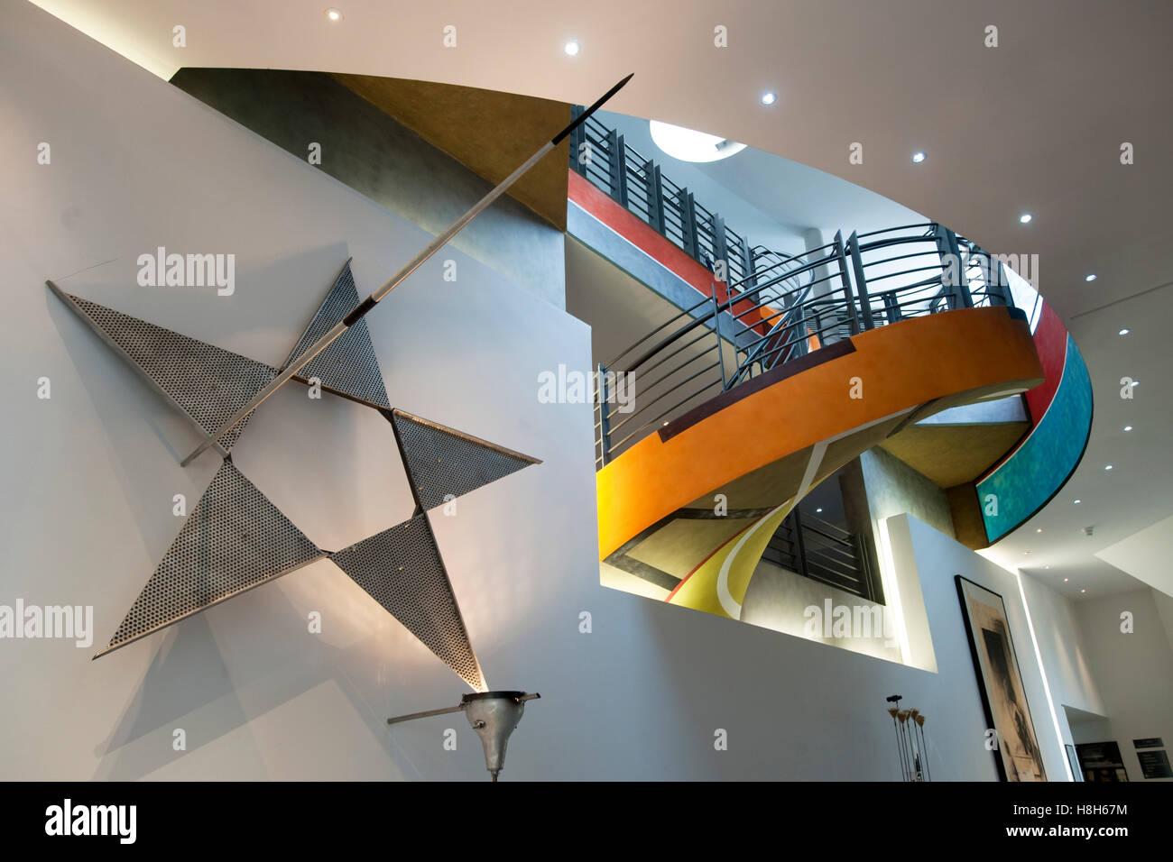 Frankreich, Cote d Azur, Nizza, Musee d Art Moderne et d Art Contemporain, Museum für Moderne Kunst an der Promenade Stock Photo