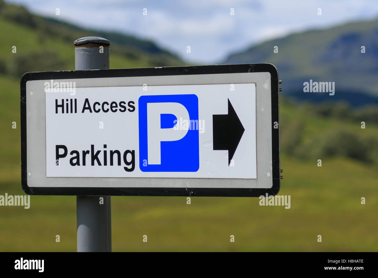 Oblong Hill Access Parking sign with directional arrow - Stock Image