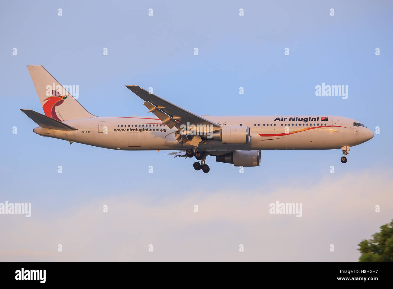 Singapore/Singapore Februar 9, 2015: Boeing 767 from air Niugini landing at Singapore Airport Stock Photo