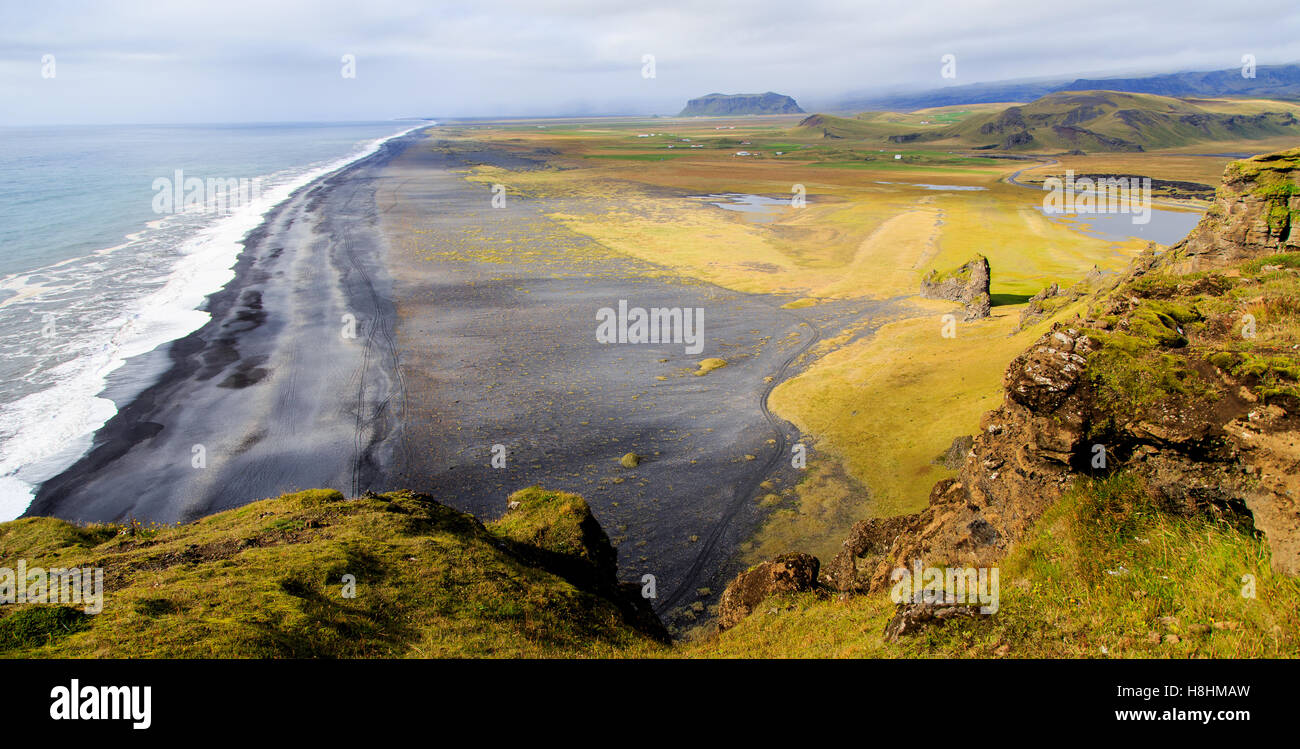 Overlooking the black sand beach in Vik, Iceland - Stock Image