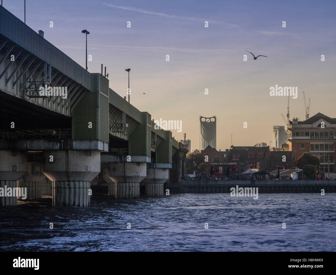 London: Cannon Street Railway Bridge and the Strata building - Stock Image
