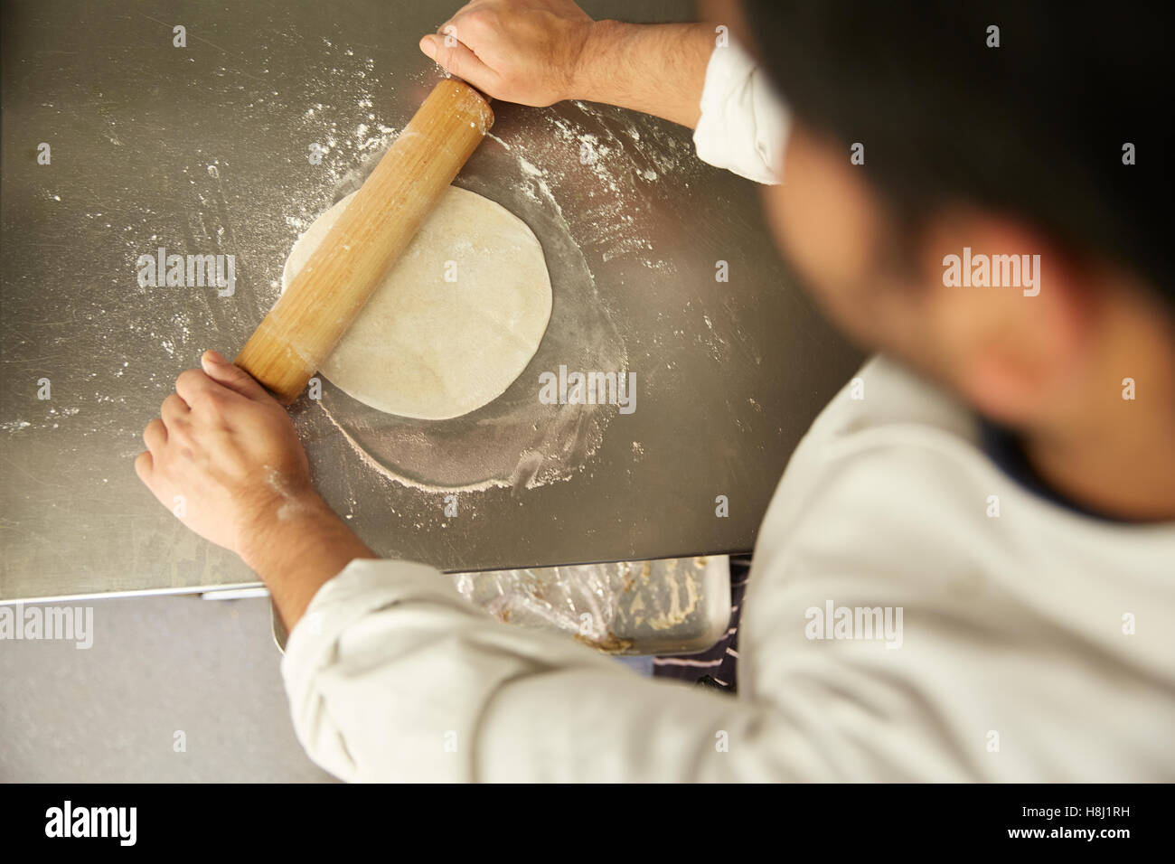 INDIAN RESTAURANT FOOD PREPARATION NAN BREAD OVEN Stock Photo