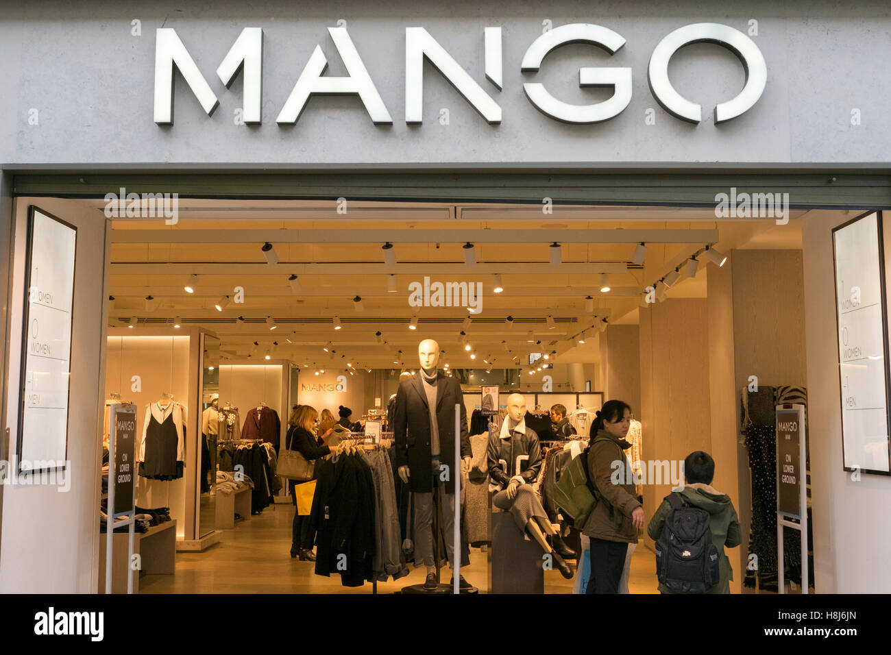 'Mango' store in Manchester city centre, UK. - Stock Image