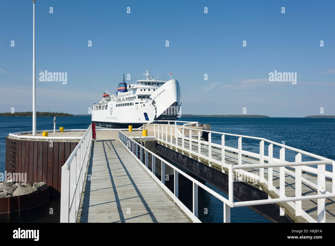 The M S Chi Cheemaun Ferry Connects Tobermory On The Tip Of The Stock Photo Alamy