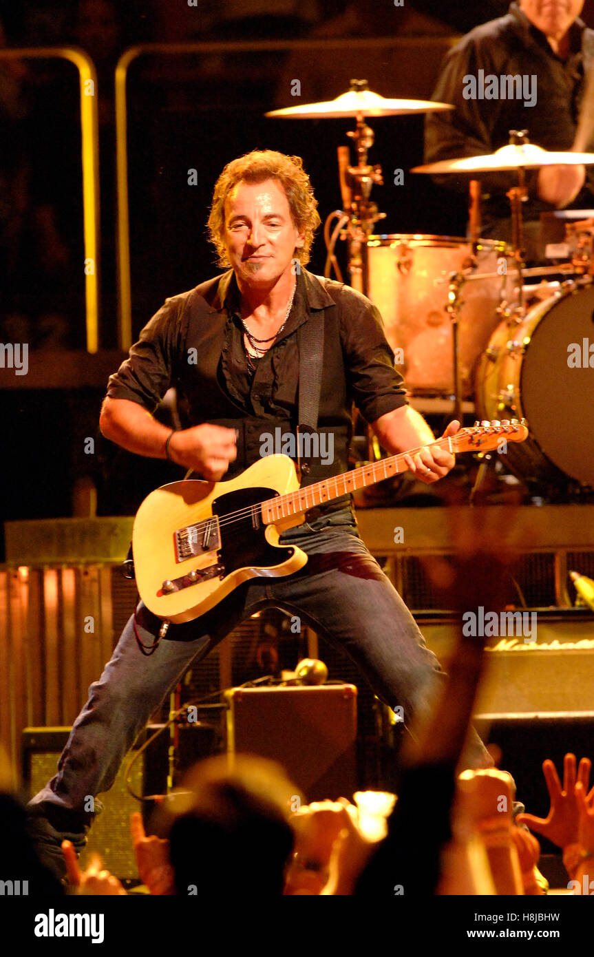 Bruce Springsteen & the E Street Band performing live at Madison ...