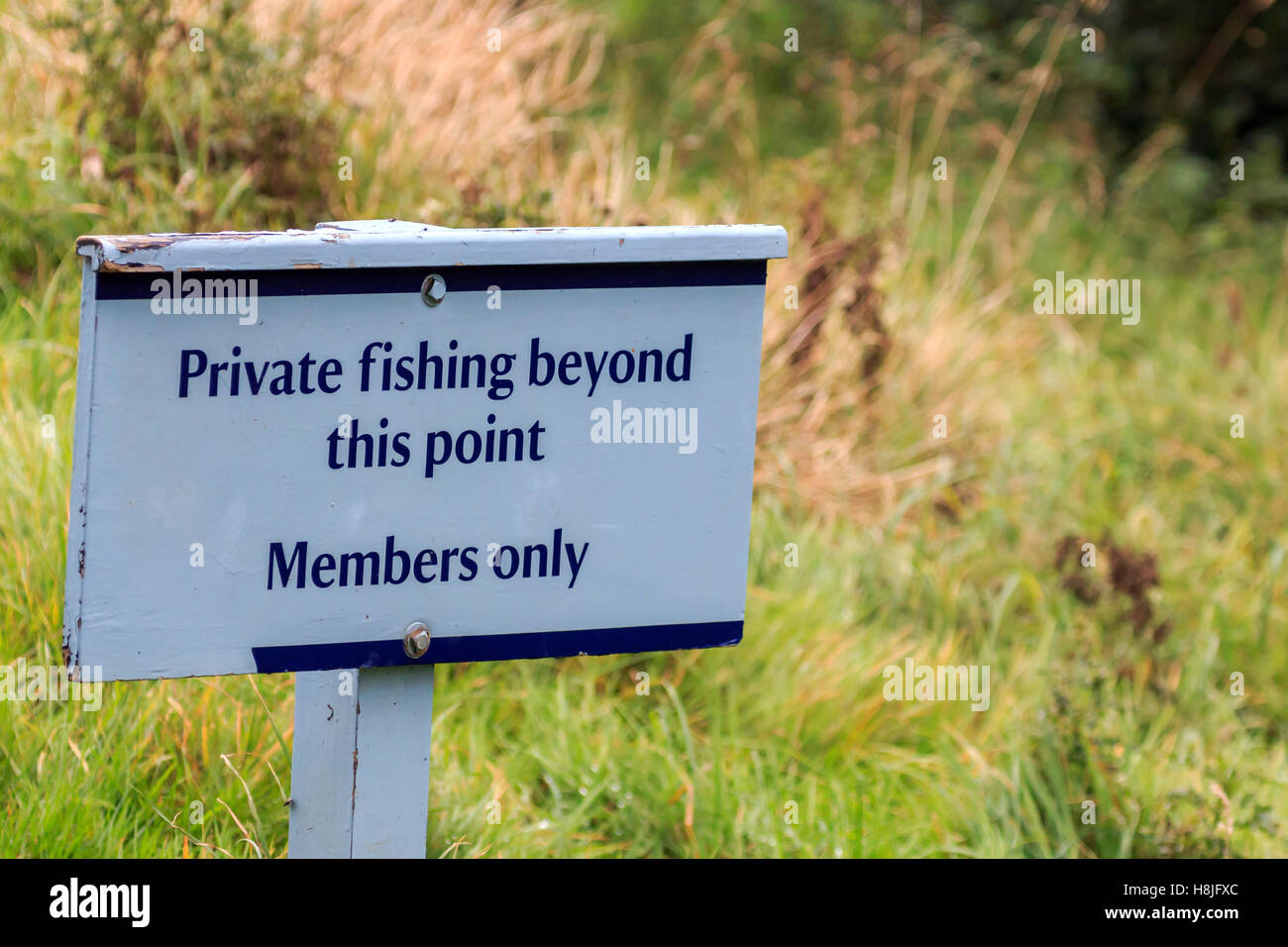 Private no fishing beyond this point, members only sign - Stock Image