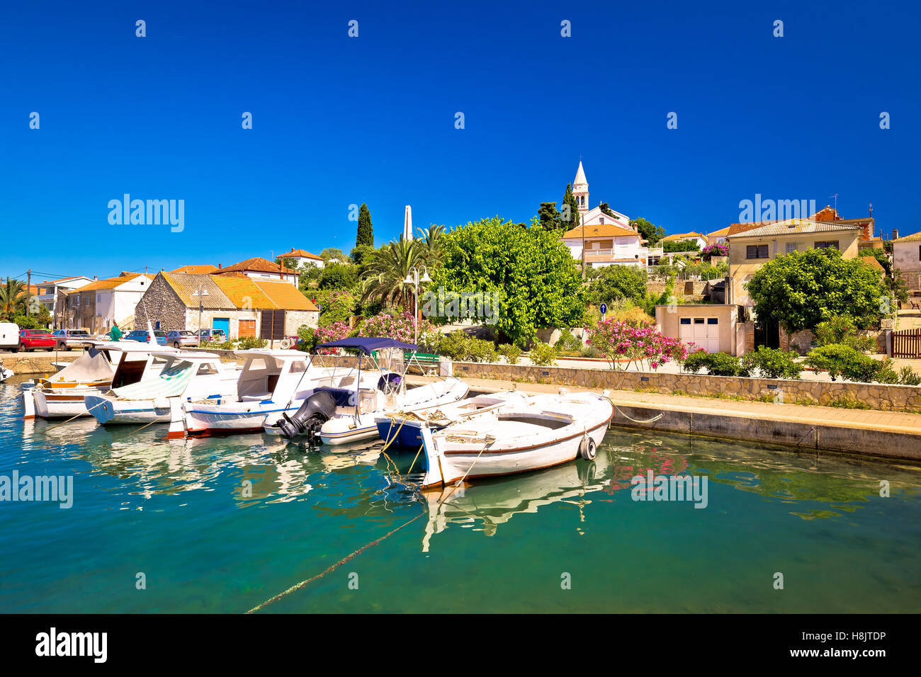 Town of Kali turquoise waterfront, island of Ugljan, Croatia - Stock Image
