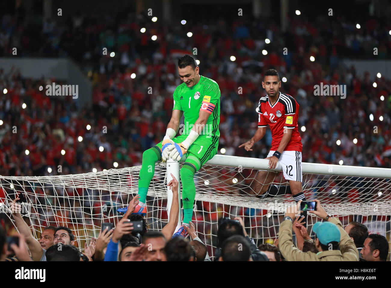 Must see Egypt World Cup 2018 - alexandria-egypt-13th-nov-2016-players-of-egypt-celebrate-with-supporters-H8KE6T  HD_551695 .jpg