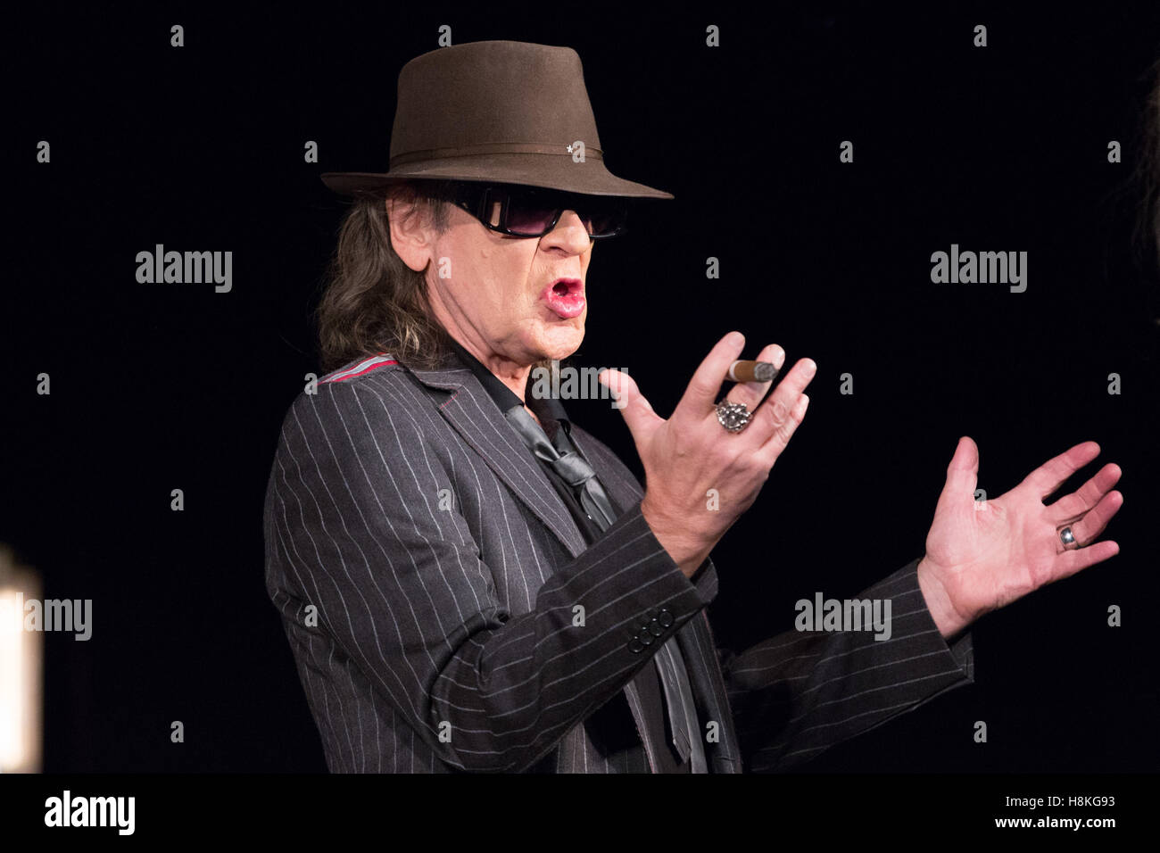 Hamburg, Germany. 11th Nov, 2016. The musician Udo Lindenberg sits on stage at the Operettenhaus at the Reeperbahn - Stock Image