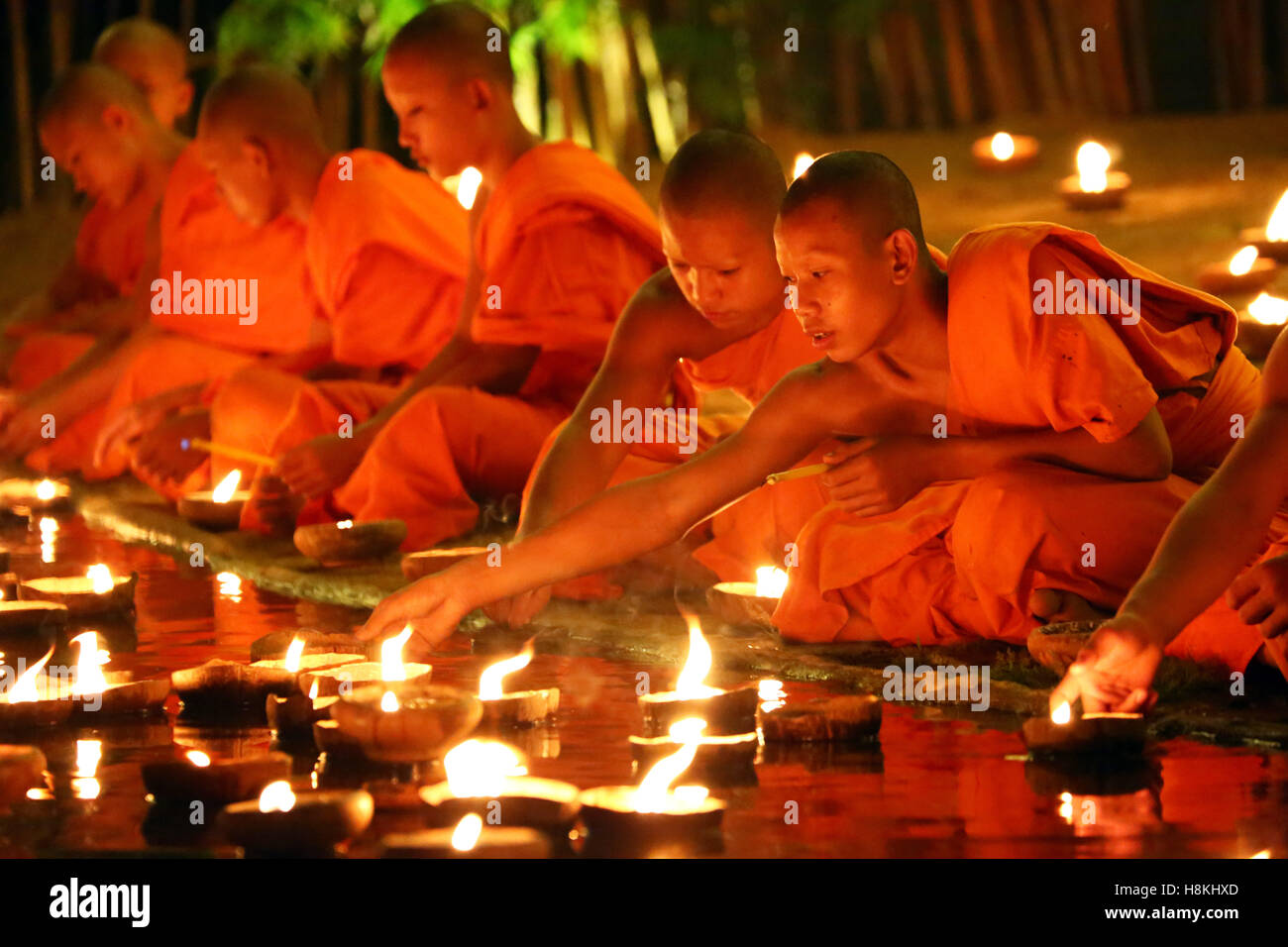 Chiang Mai, Thailand. 14th November 2016. Monks celebrate the Loy Krathong festival at Wat Phan Tao Temple, Chiang - Stock Image