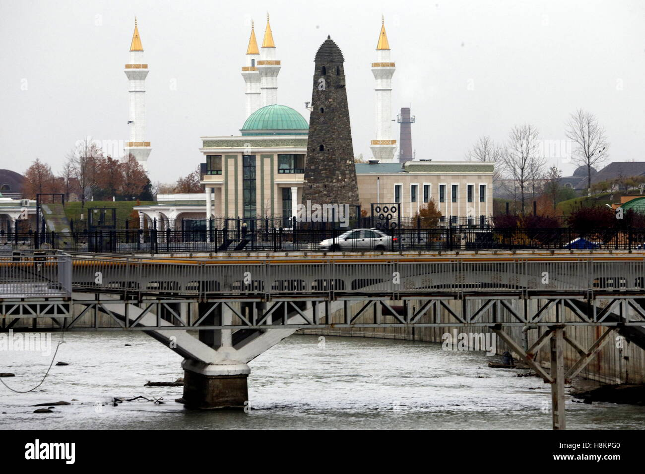 Grozny, Russia. 13th Nov, 2016. A bridge over the Sunzha River. © Valery Matytsin/TASS/Alamy Live News - Stock Image