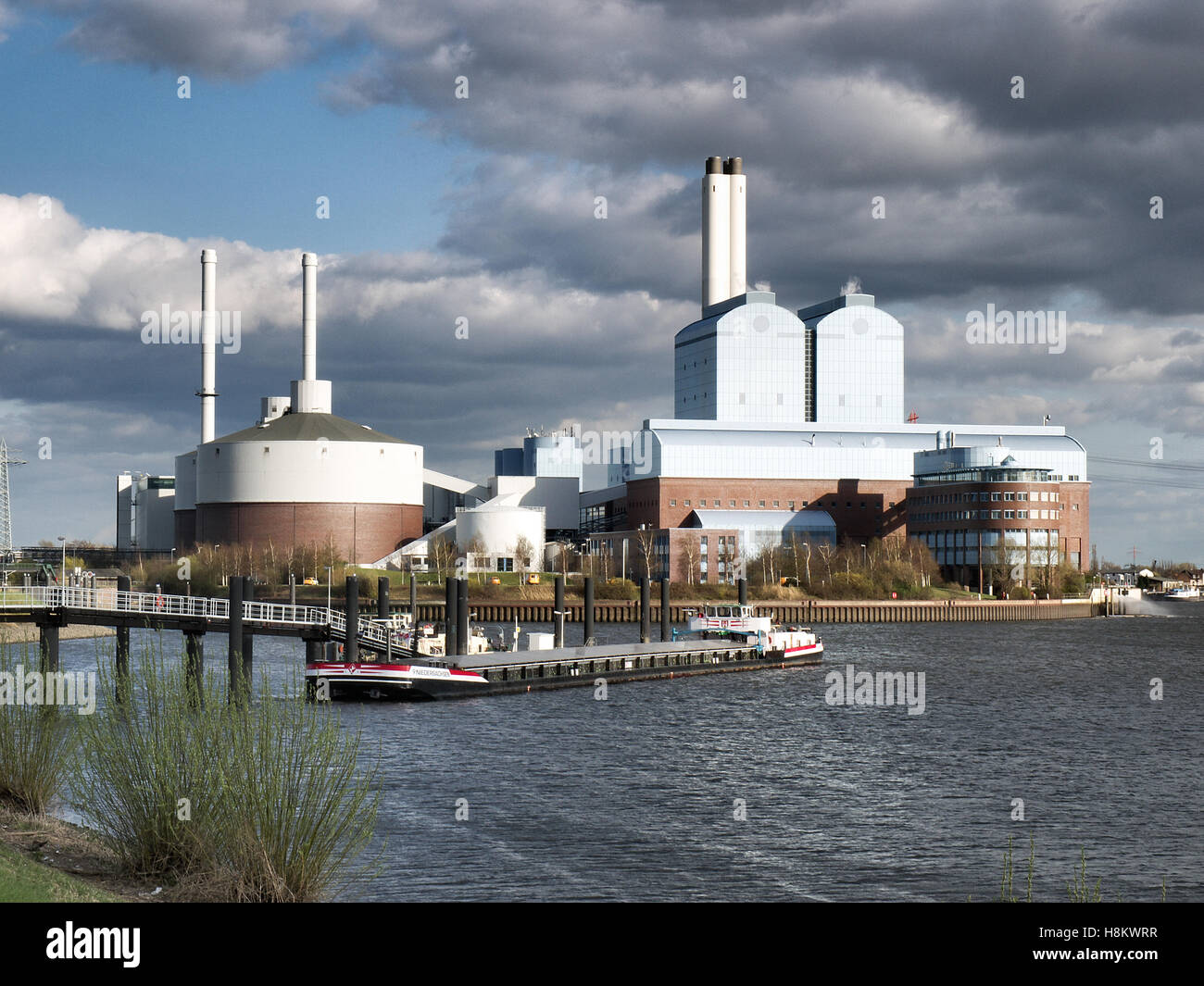 Vattenfall coal-fired power plant Tiefstack at the Elbe in Hamburg, Germany. - Stock Image