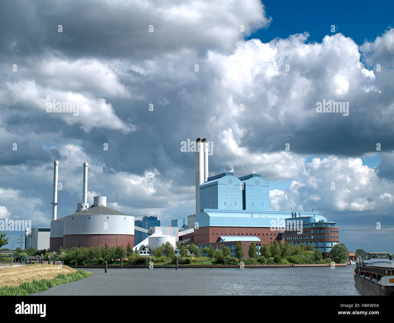 Vattenfall coal-fired power plant on the Elbe in Hamburg, Germany. - Stock Image