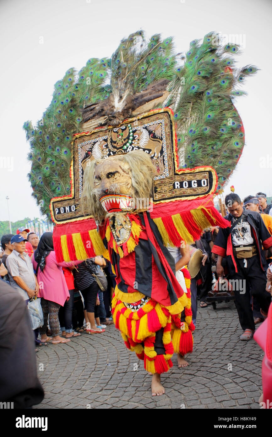 Reog ponorogo a traditional dance art that origins from ponorogo reog ponorogo a traditional dance art that origins from ponorogo east java indonesia in a carnival thecheapjerseys Gallery