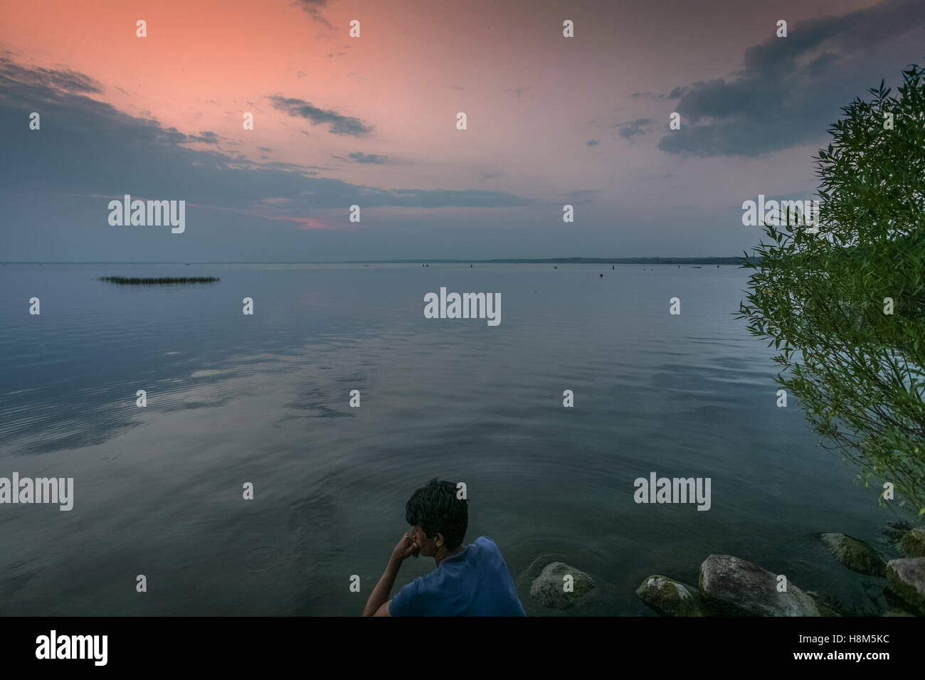 If you sit by the river long - Stock Image