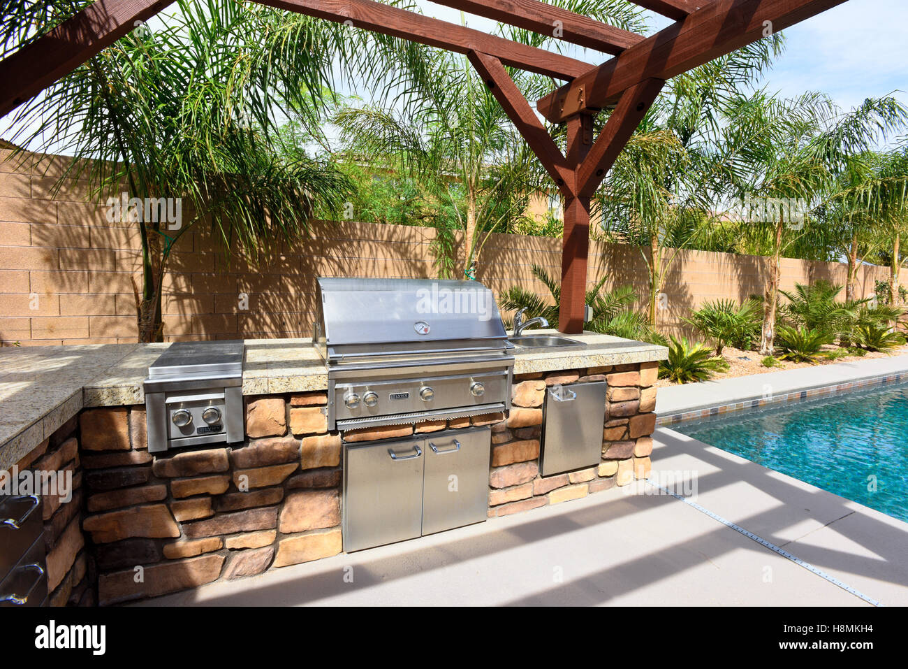 Exceptional Modest Residential American Southwest Backyard With Pool And Barbecue Grill    Stock Image