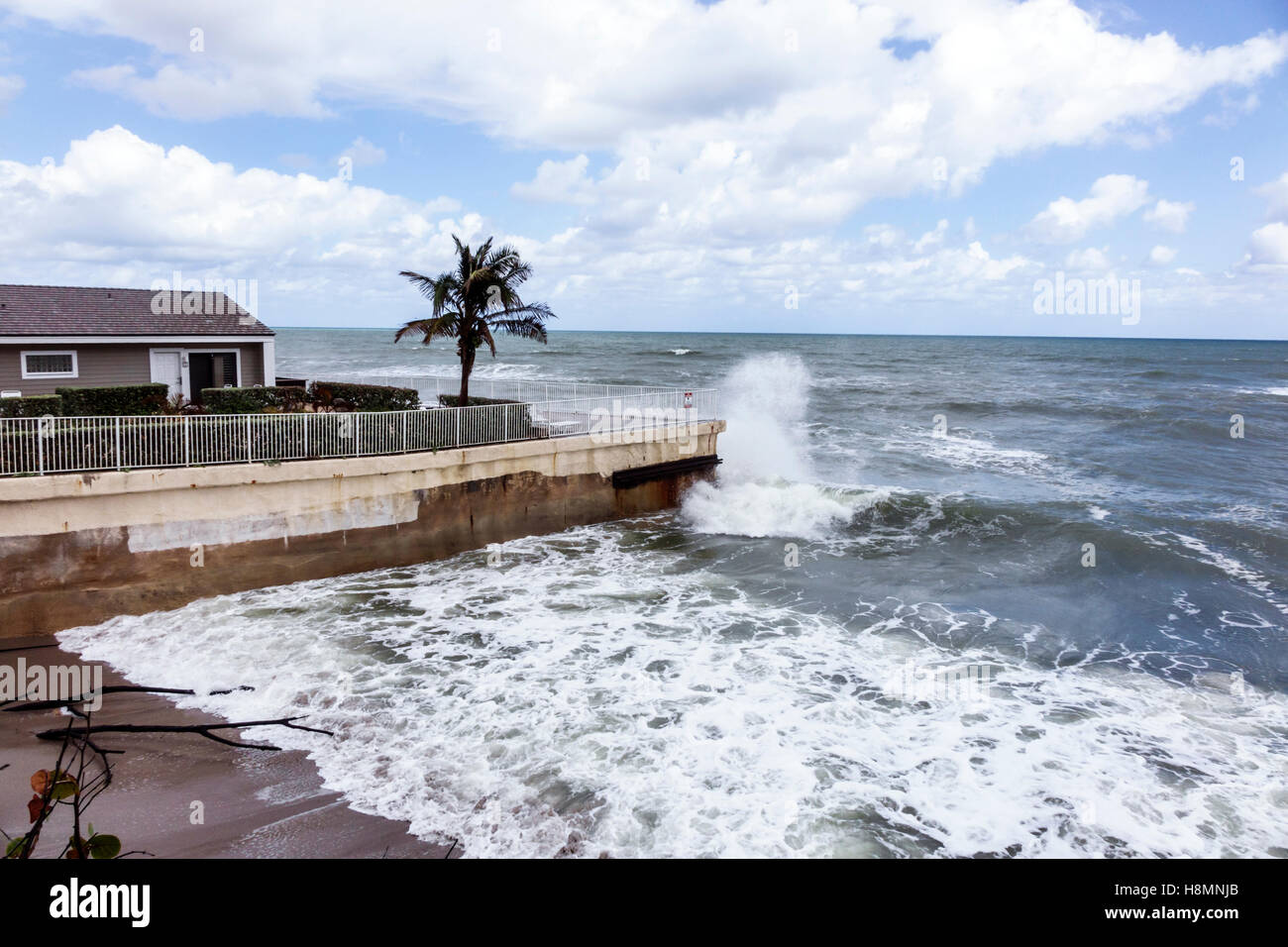 Florida Jupiter Jupiter Reef Club high tide waves crashing rising sea level global warming cement retainer wall - Stock Image