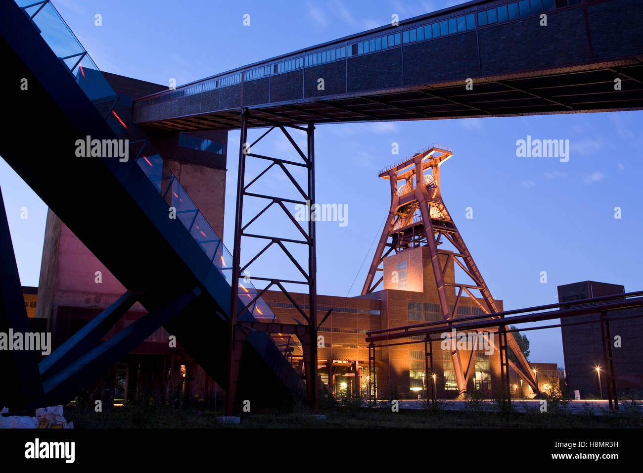 Germany,  Ruhr Area, Essen, industry monument Zeche Zollverein, shaft XII, on the left the escalator to the visitor - Stock Image