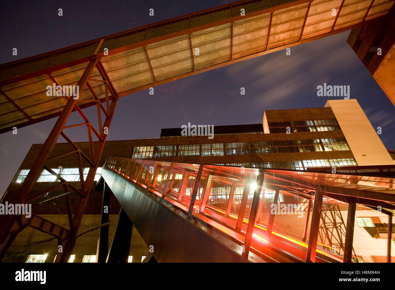 Germany,  Ruhr Area, Essen, industry monument Zeche Zollverein, shaft XII, on the right the escalator to the visitor - Stock Image