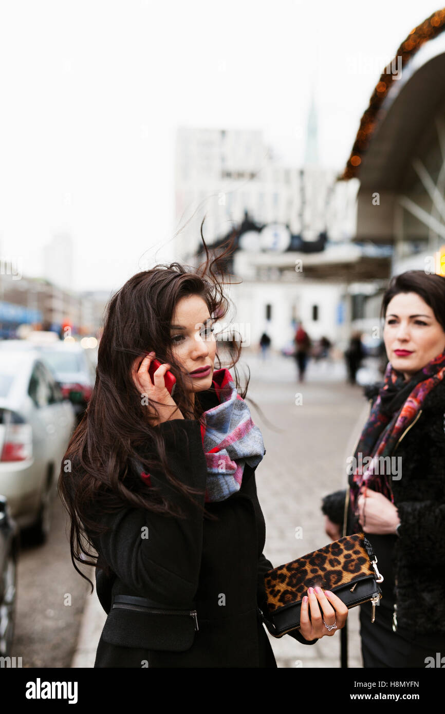 Woman talking on phone - Stock Image