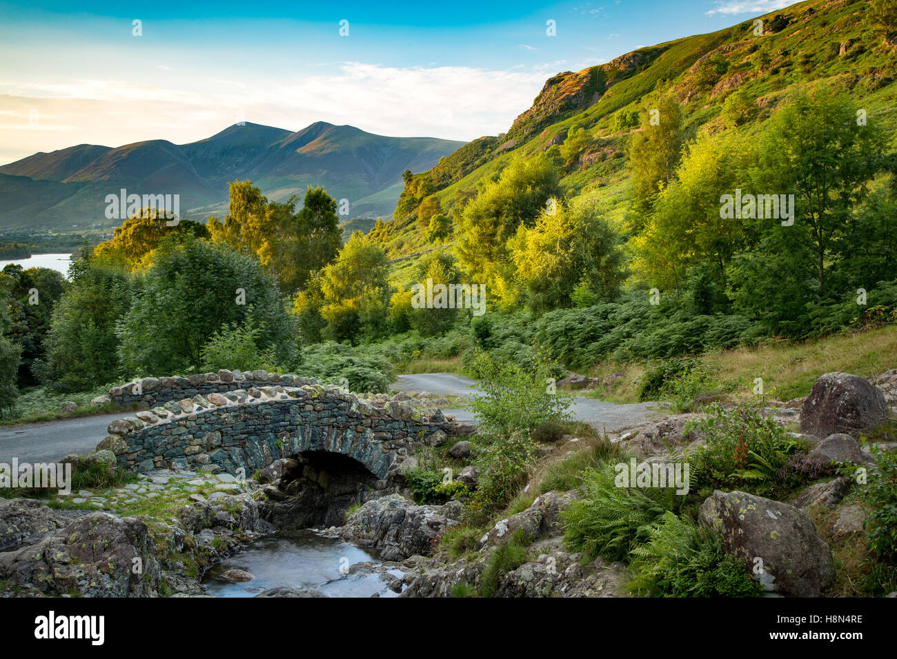 Ashness Bridge and the last rays of sunlight on the mountains above Derwentwater, the Lake District, Cumbria, England - Stock Image