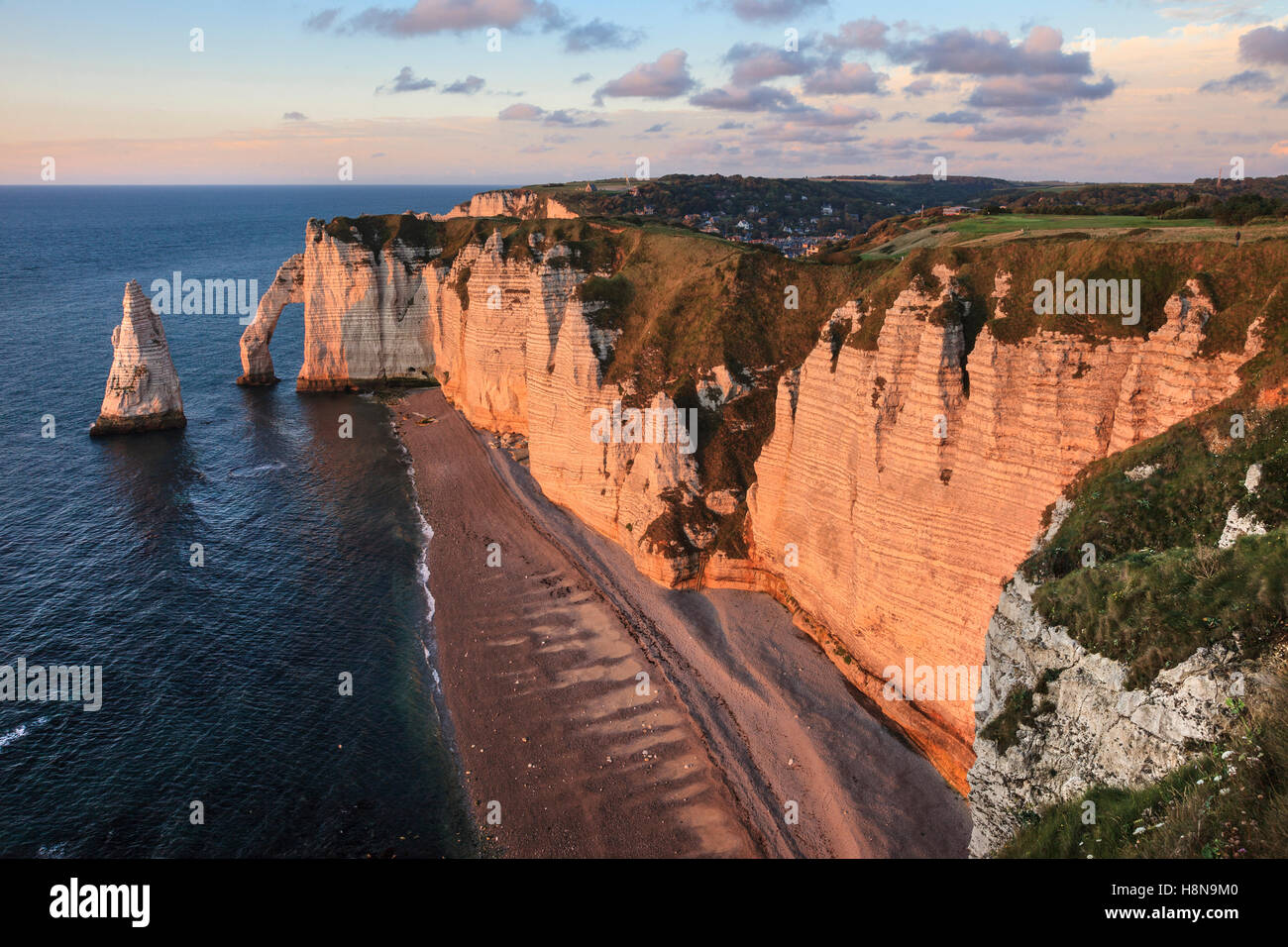 Evening light on the Aval Cliff and l'Aiguille (the Needle) at Etretat, Normandy, France - Stock Image