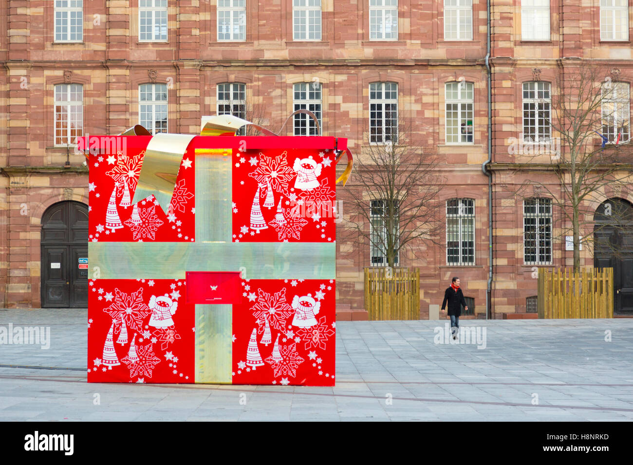 the big gift box on place du chateau in the center of strasbourg at