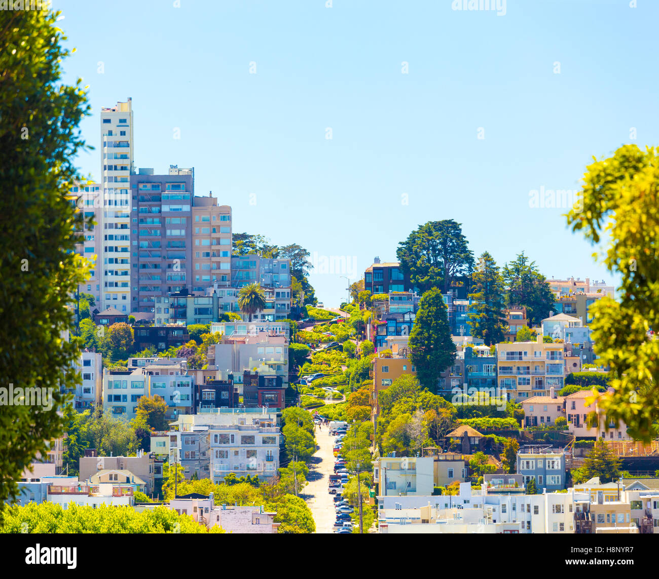 Distant view of most crooked street in the world, Lombard Street an iconic tourist attraction, against a beautiful - Stock Image