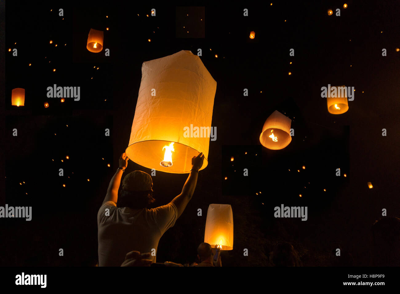 Loy Krathong Festival Balloon fire or yeepeng. Floating lantern on the Sky, flying lanterns, hot-air balloons in Stock Photo