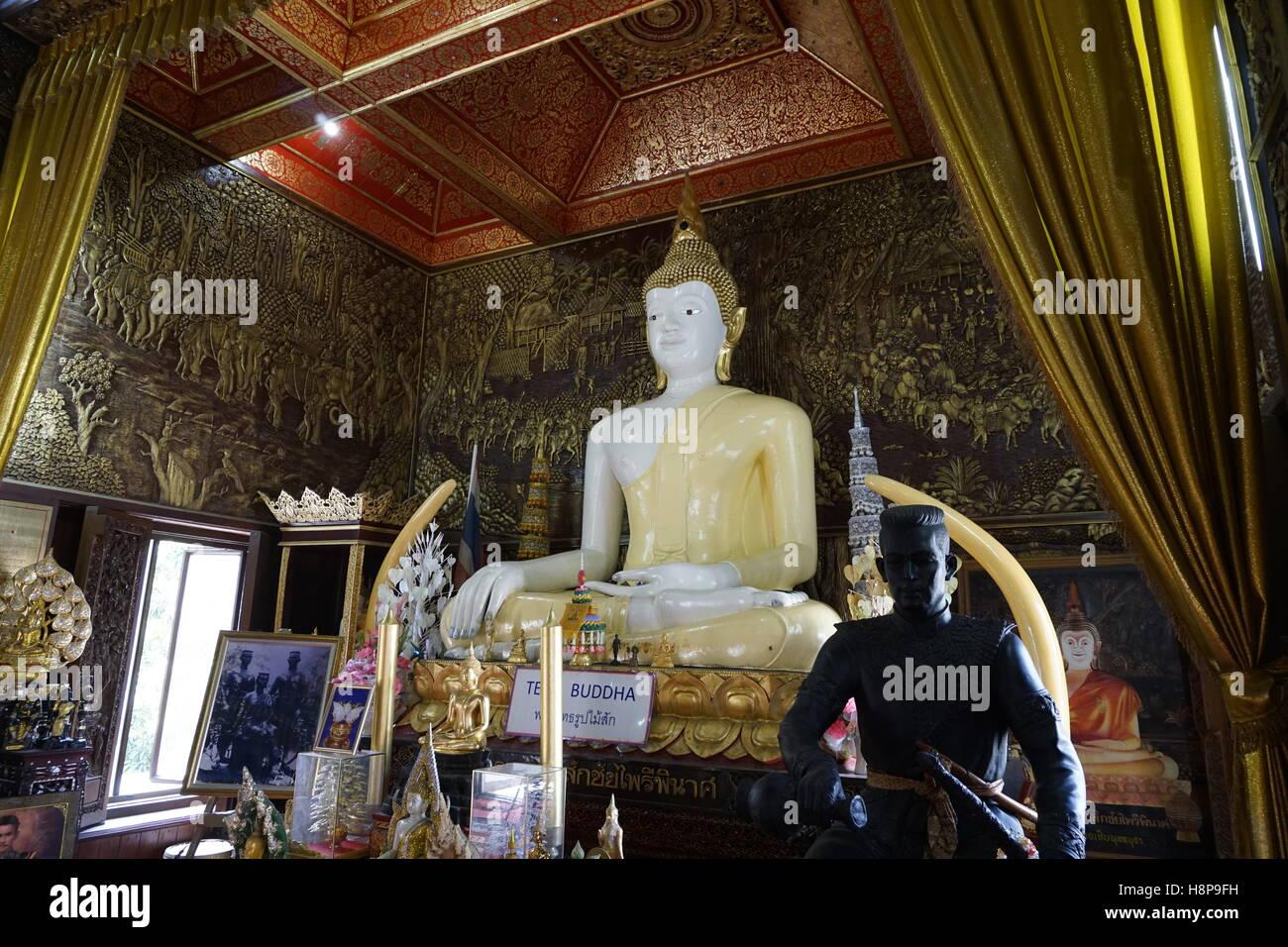 teak buddha at Wat Buppharam temple, Chiang Mai Stock Photo