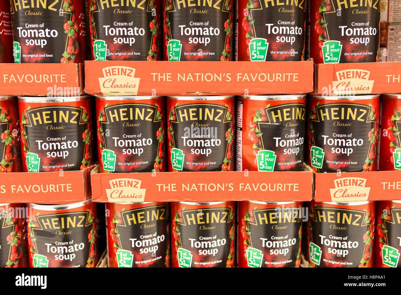 tins of Heinz tomato soup on supermarket shelves - Stock Image