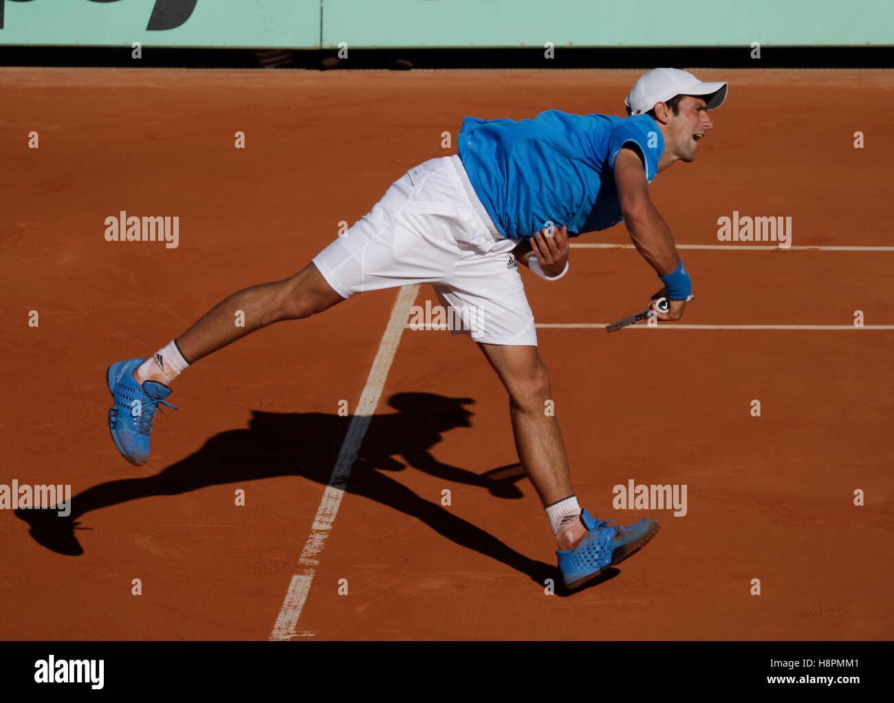 Novak Djokovic, Serbia, serving, tennis, the ITF Grand Slam tournament, French Open 2009, Roland Garros, Paris, - Stock Image