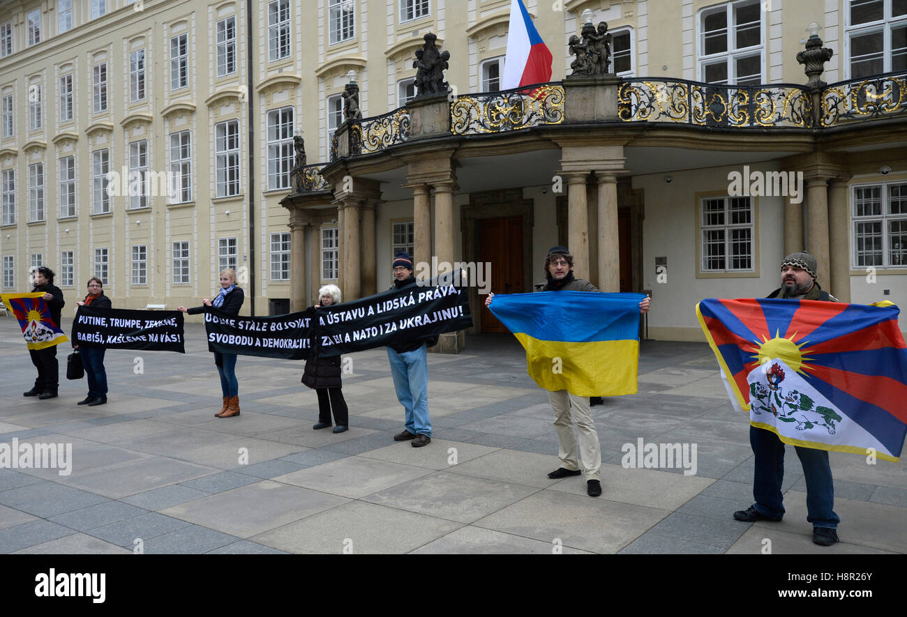 Prague, Czech Republic. 15th Nov, 2016. Activists from the Czech grouping Kaputin protested against spreading authoritarianism, - Stock Image