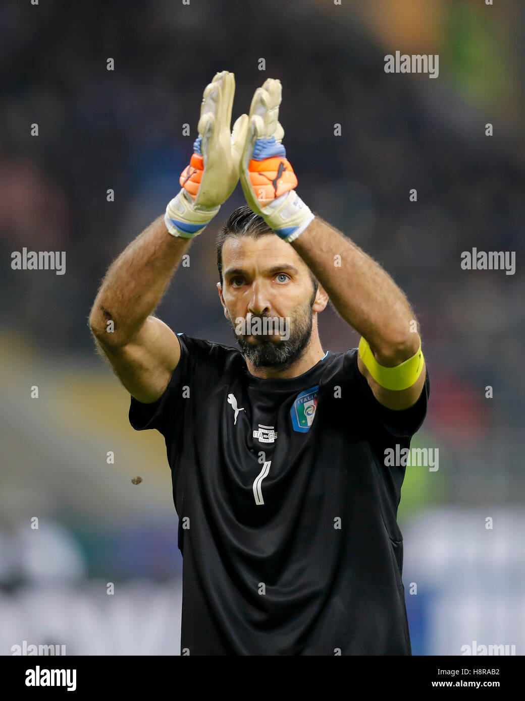 Milan, Italy. 15th November, 2016. Gianluigi BUFFON, ITA Torwart 1 says good bye, weaving to fans  ITALY  - GERMANY - Stock Image