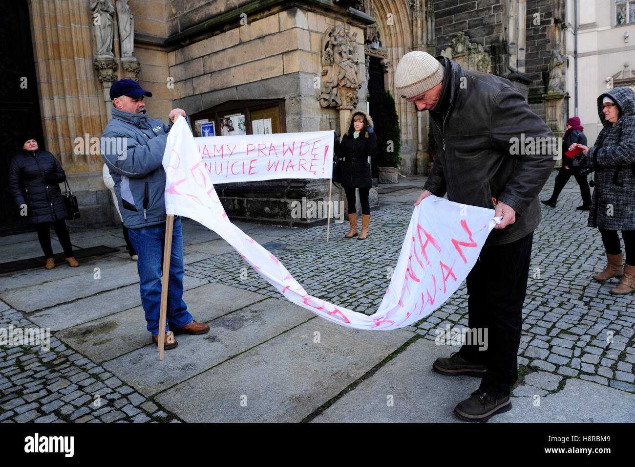 Swidnica, Poland, 16th Nov.2016, Curia Bishop, protest against Bishop Ignacy Dec. Credit:  Kazimierz Jurewicz/Alamy - Stock Image