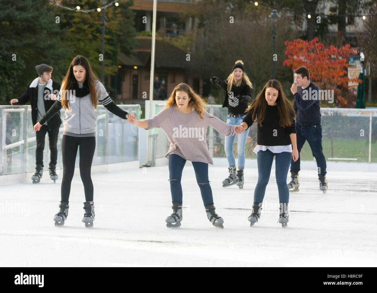 Bournemouth, Dorset, UK. 16th Nov, 2016. 16th November 2016, Bournemouth, Dorset, UK. A temporary real ice rink Stock Photo
