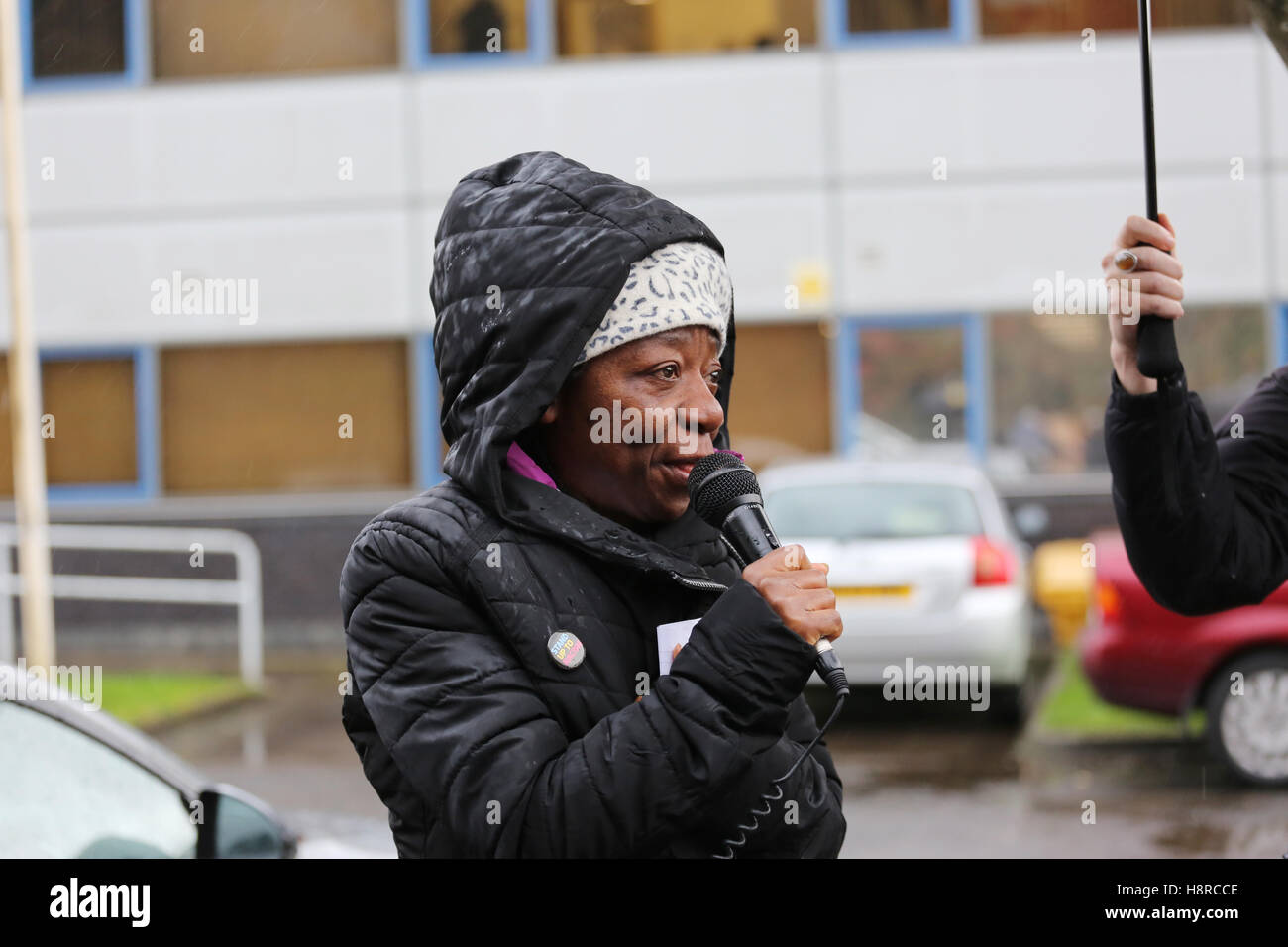Salford, UK. 16th November, 2016. Campaigners support Dianne Ngoza, a Zambian national, who has lived in the UK - Stock Image